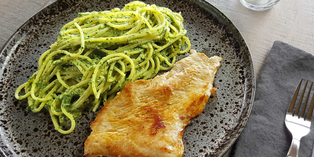 Escalope Dinde Spaghetti Pesto Avocat Turkey Escalope Avocado Pesto Spaghettis