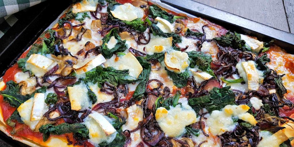 Pizza Oignons Caramélisés Épinards Fromage Chèvre Caramelised Oignons Spinash Goats Cheese Pizza